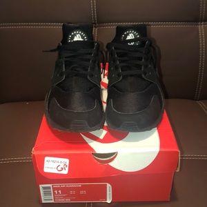 Nike Air Huarache w/box BARELY WORN, NEW-LIKE!!